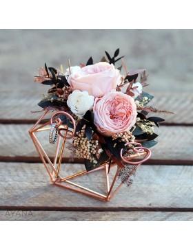 Porte-alliances-fleurs-stabilisees-himmeli-en-rose